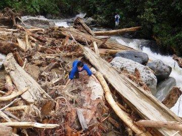 Fallen timber blocked the rivers. © Fundación EcoMinga.