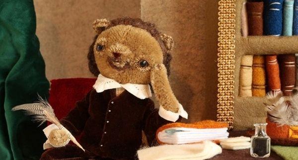 Soft toy bear Willian Shakesbear writing