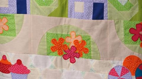 Adding Applique to Jennie's Stripy Stripey Story Quilt
