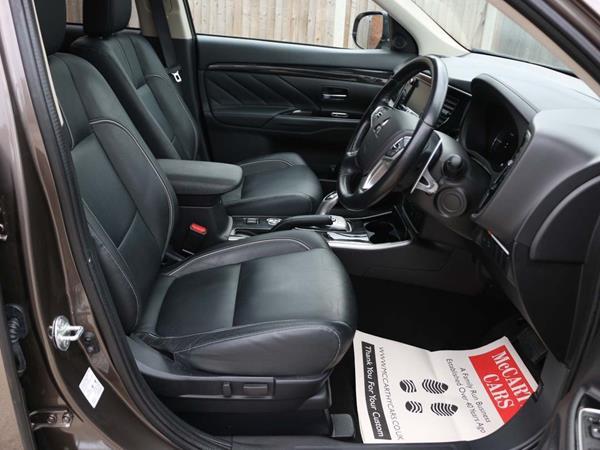 2015 Mitsubishi Outlander - Front Seats