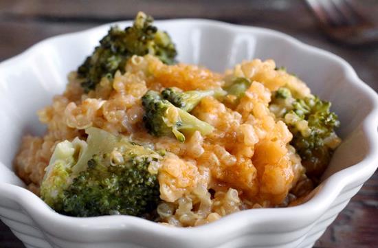 Cheesy quinoa & broccoli